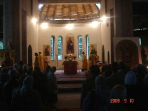 Первая Литургия митрополита Ювеналия в храме